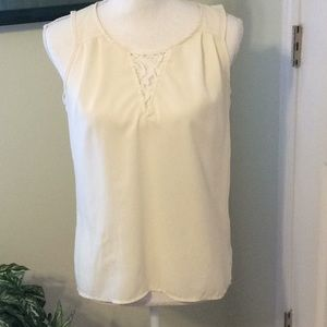🦋Cream sleeveless hi-low blouse by Cynthia Rowley